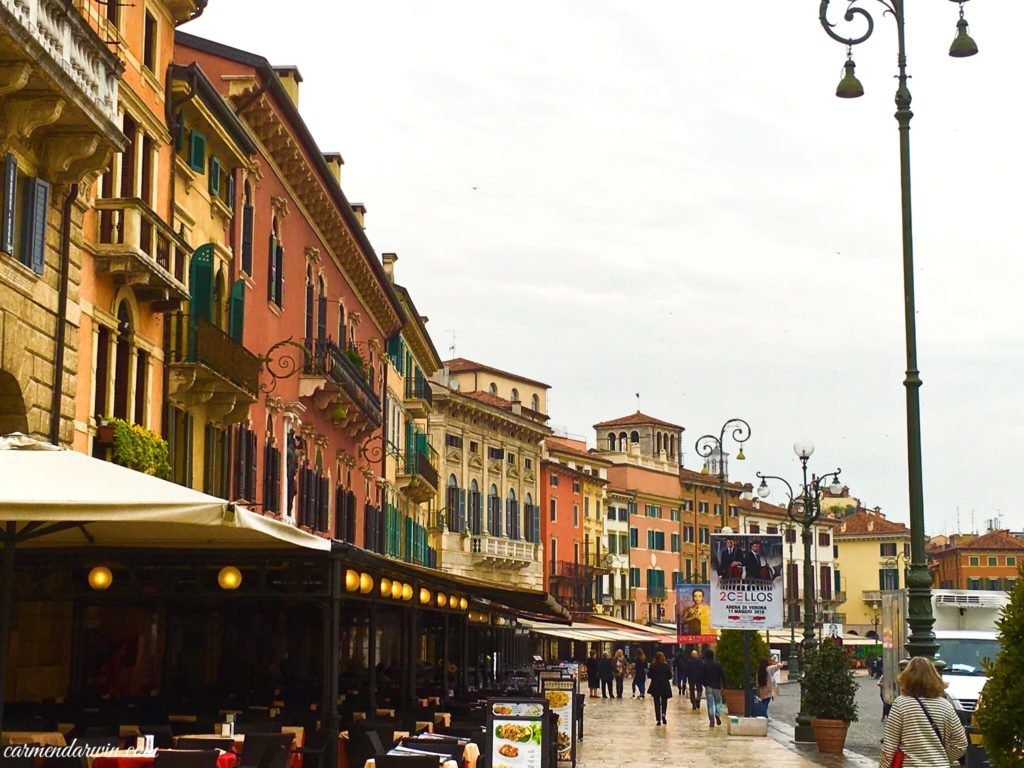 Piazza Bra Shopping District